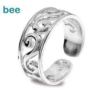 Silver toe ring with waves